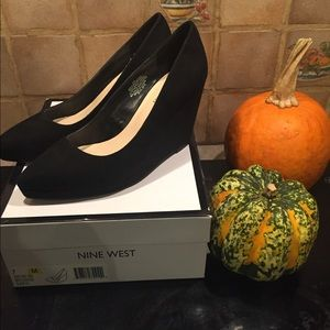 Nine West Black Wedge pump 7m